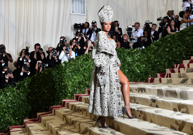 TOPSHOT-US-ENTERTAINMENT-FASHION-METGALA